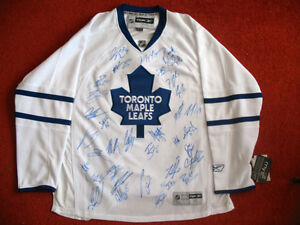 TORONTO MAPLE LEAFS TEAM SIGNED JERSEY 2014 - 2015 RARE
