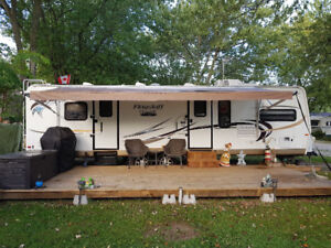 2012 31 Foot Flagstaff Travel Trailer for Sale