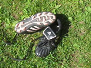 Girls Size 1  Adidas Soccer shoes