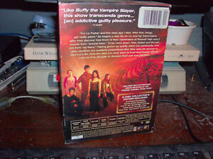 DVD SET ROSWELL THE COMPLETE FIRST SEASON LIKE NEW Windsor Region Ontario image 3