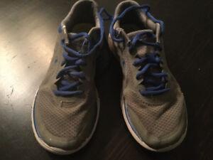 Chaussures pour enfant gr 2.5 / boy's running shoes