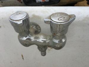 Cast iron bathtub fixtures for restoration purpose - Salmon Arm