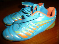 Girls - size 2 - cleated outdoor soccer shoes