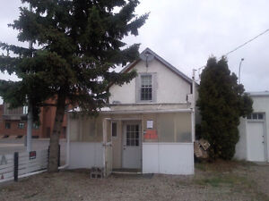 ** INCENTIVE ** House in town of Olds Alberta- avail now. - $790
