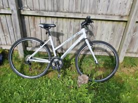 "Dawes Discovery 101 hybrid bike 18"" alloy frame and 28""/700c wheels"