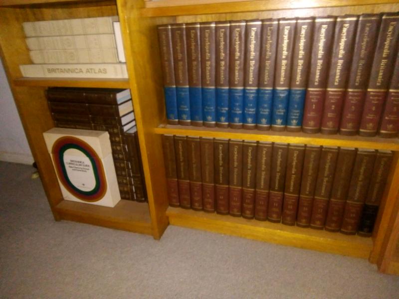 Encyclopaedia Britannica 1974 set plus shelf | Nonfiction