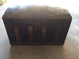 Antique Steamer Trunk. London Ontario image 1