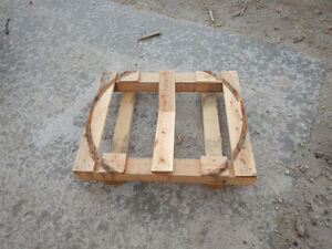 "Wood Pallet 35"" x 28.5"""