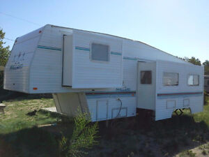 Mallard Model 29 5S 5th Wheel Trailer