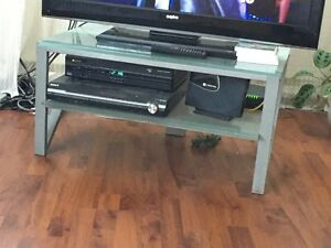 TV STAND IN GLASS