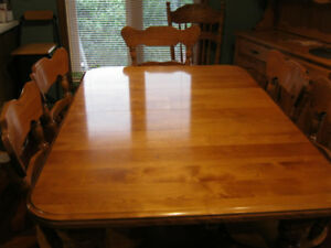 Table and Chairs: Estate Sale: