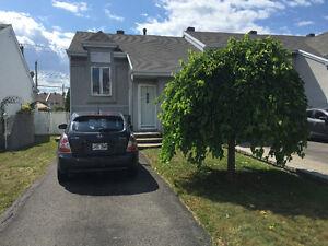 maison de ville de coin,  Auteuil, Laval