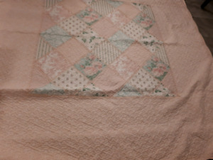 Pink Queen size quilt plus 2 shams