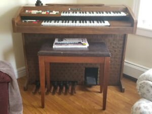 Electric Hammond Organ