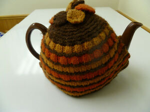 Selling Large-Size Brown Ceramic Teapot with Knit Tea Cozy