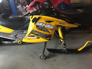 800 Series/ 2007 SKIDOO/ 2009 Maxi Roule Trailer for hauling