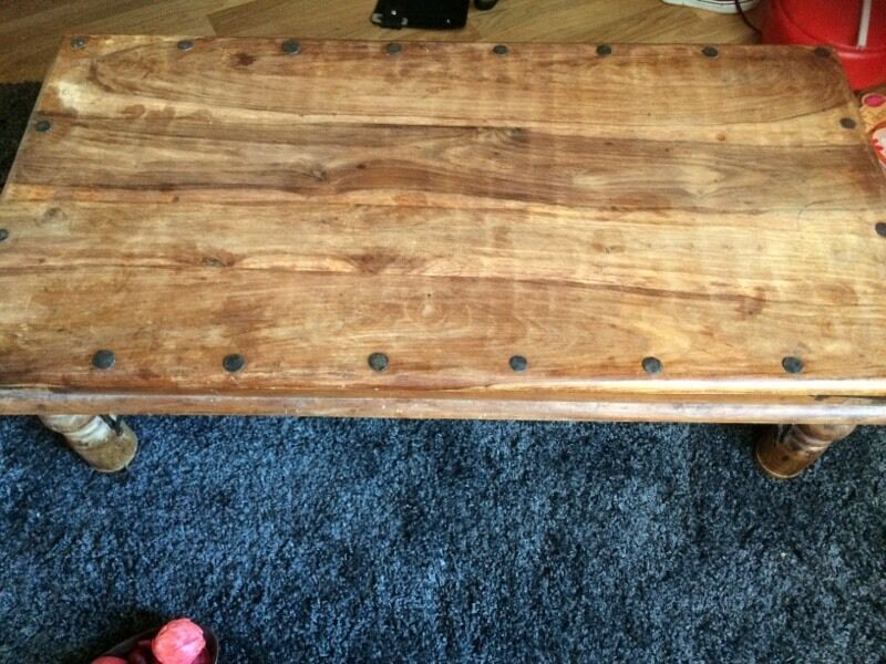 Solid wood coffee table in dundee gumtree for Coffee tables gumtree london