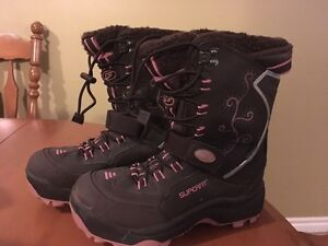 Superfit women's insulated winter boots, size 6