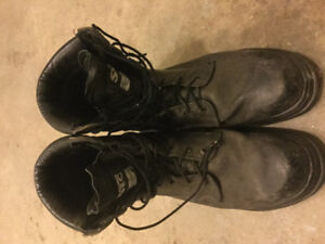 Men's size 13 Steel toe leather GORTEX Saftey boots (Black)