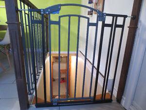 Barrière de métal pour escalier standard