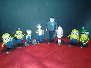 8 PACK MINIONS SET WITH STANDS