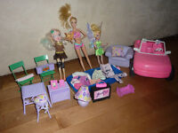 Lot poupees Barbies et accessoires, dollies and accessories pack