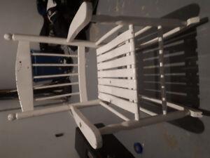 Chaise bercante pour enfants en bois