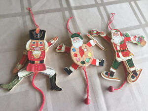 3 movable Christmas decorations econd