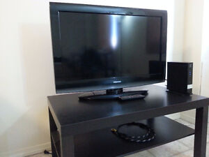 "Toshiba 32"" with table"
