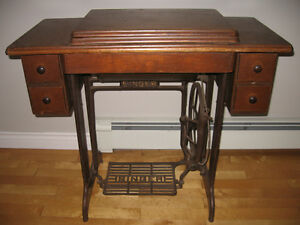 Antique Sewing Machine - Excellent Condition