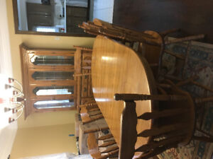 Solid Oak Dining Room Set!