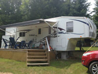 Forest River 30ft Wildcat Fifth Wheel Trailer w - Mint Condition
