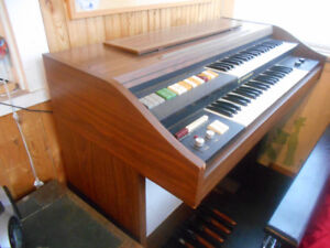 Two-Tier Hammond Organ VS - 300