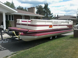 1999 14 person  Crestline pontoon with low hours