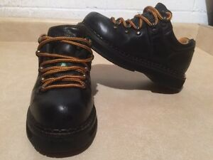 Women's Dakota Steel Toe Work Shoes Size 6 London Ontario image 1