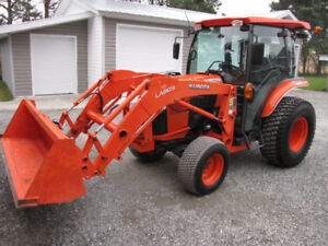 Kubota L-3560 4x4 loader, cab only 600 hrs