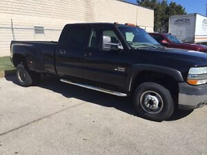 2002 Chevy crew cab dually diesel leather no rust