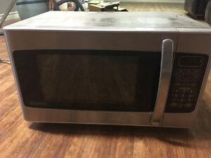 Kitchen-top microwave