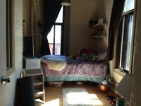 Room to rent in Chateau st Ambroise on the beautiful canal