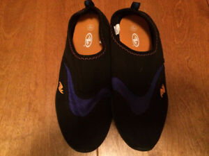 water shoes - Boys Size 5