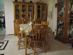 FOR SALE A OAK DINING ROOM SET, TABLE CHAIRS BUFFET HUTCH ++