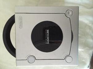 Game Cube avec manette+fils+accessoires et 2 jeux