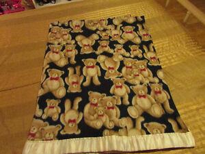 ensemble de drap contour et housse pour bassinette, couvertures