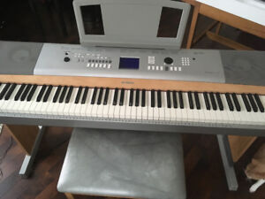 Piano électronique Portable Grand DGX 620