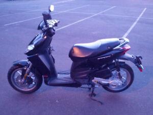 Selling a 2009 Aprilia Sportcity 50cc