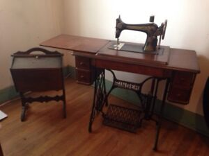 1918 Singer Treadle Sewing Machine with 1939 Sewing Box Stand