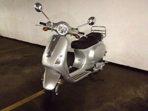 2009 Vespa LX150 Scooter- Put the fun back into driving!