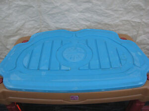 INDOOR OUTDOOR SANDBOX OR WATER PLAY CENTER TABLE  FOR KIDS Cambridge Kitchener Area image 4