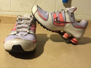 Youth Nike Shox Running Shoes Size 5Y London Ontario image 5