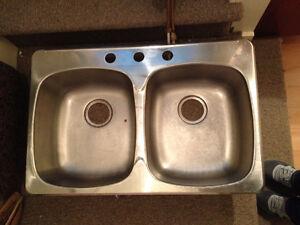 Evier de Cuisine & Robinet Usagé ** Used Kitchen Sink & Faucet